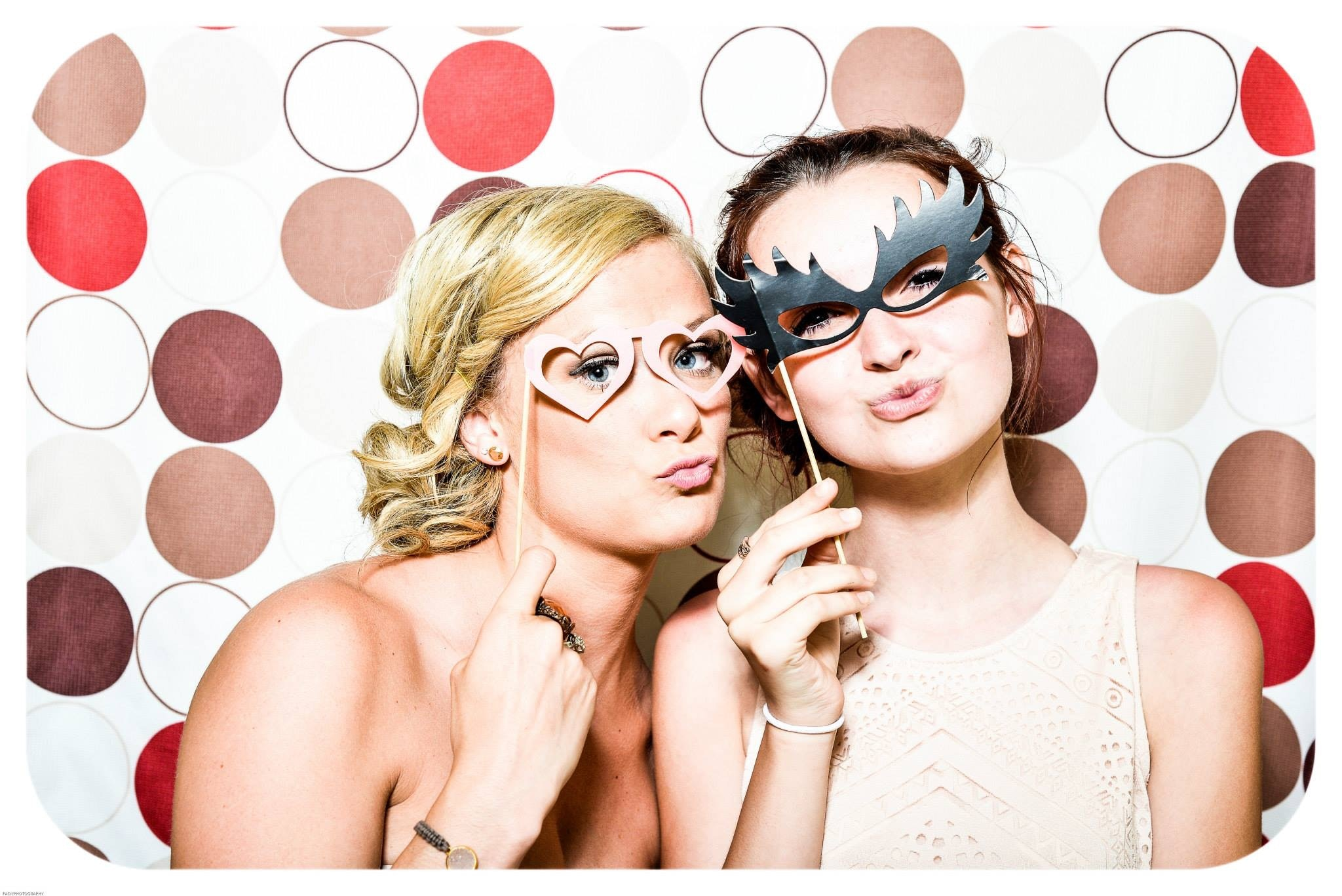 How To Set Up a Photobooth – DIY Tutorial for Weddings 3